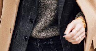 Karierte Jacke + melierter Pullover + Halsketten + Mantel